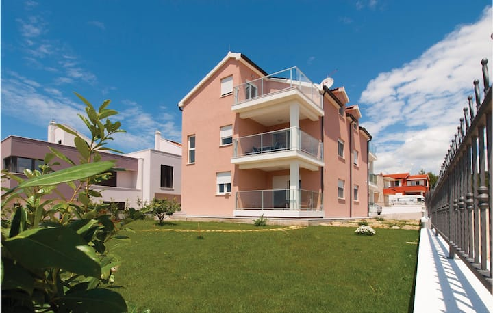 Amazing home in Tribunj with WiFi and 3 Bedrooms