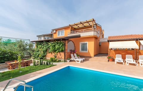 Apartment Complex Villa Visnjan with Pool / Apartment Visnjan III with Terrace in Front of the Pool