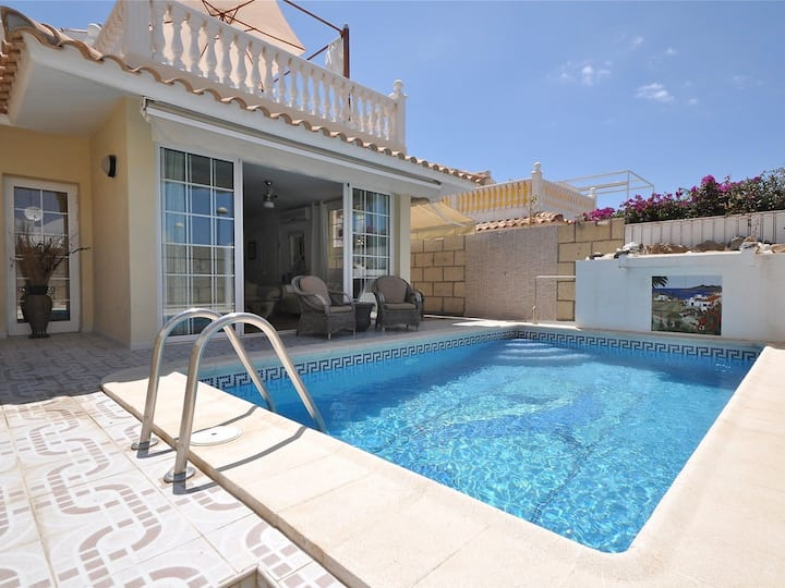 Villa Arona mit eigenem Pool for 8 persons.