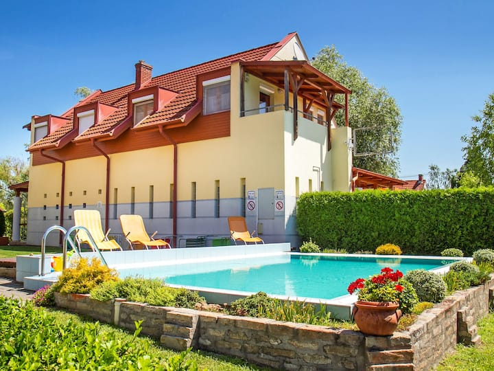 Balaton A466 for 4 persons.