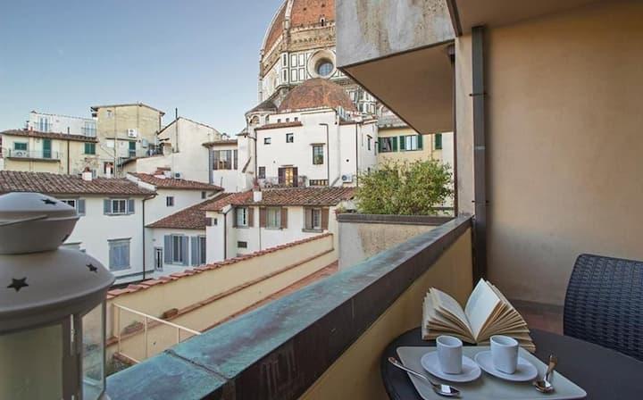 Duomo View - Modern studio in Florence, Duomo area