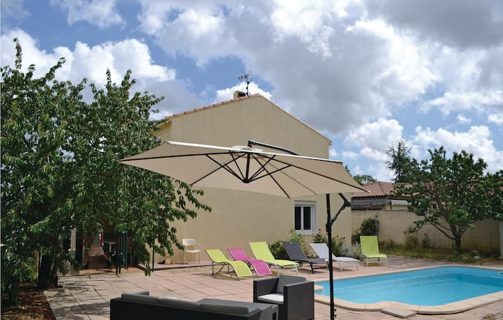 Beautiful home in Bassan with WiFi and 4 Bedrooms