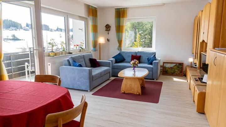 Haus Lucia Schönblick, (Schönwald), Ferienwohnung mit Balkon und Aussicht, 69qm, 1 Schlafzimmer, max. 4 Personen