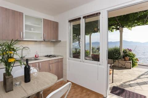סטיפו דירות - דירת חדר אחת עם מרפסת ונוף לים (A4)