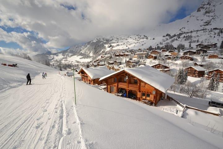 Foot of the slopes, 4 bed, 3 bath chalet for 10 close to the shops!