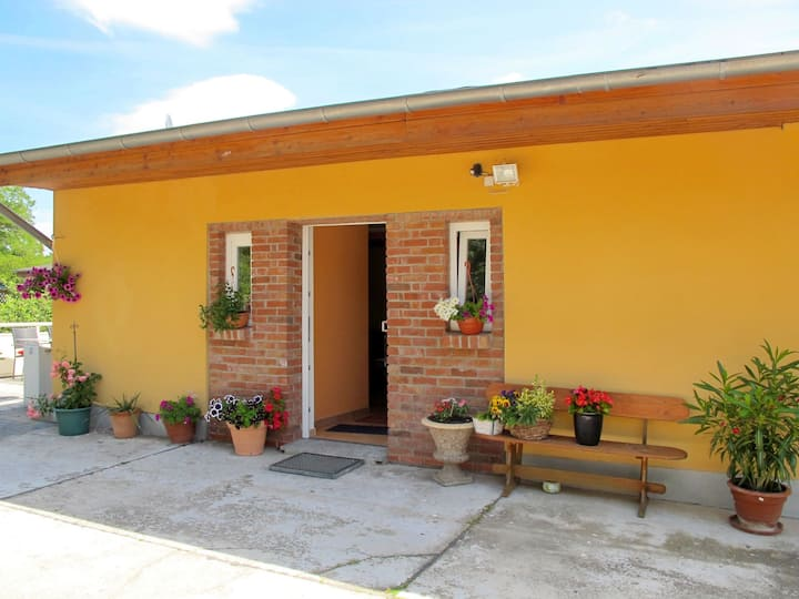 Lovely bungalow with terrace and parking, in a relaxing location
