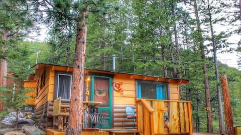 The Honeymoon Cabin @ Pine Haven Resort