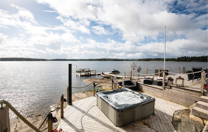 Stunning home in Säffle with Sauna, WiFi and 3 Bedrooms