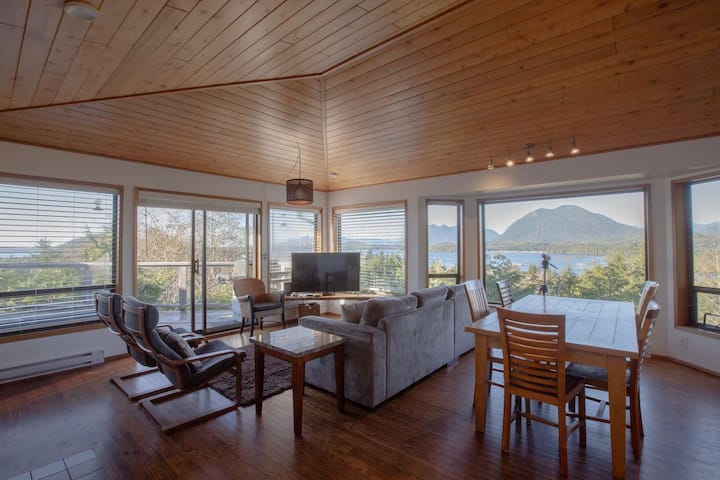 Eagle View House: stunning oceanview & hot tub
