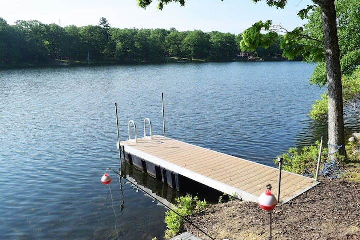 Amazing Lakefront with large deck, Pool, pvt dock, boats