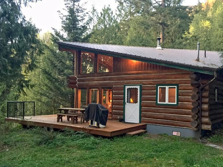 97MF Lakefront Cabin w/Private Dock for 6 persons.