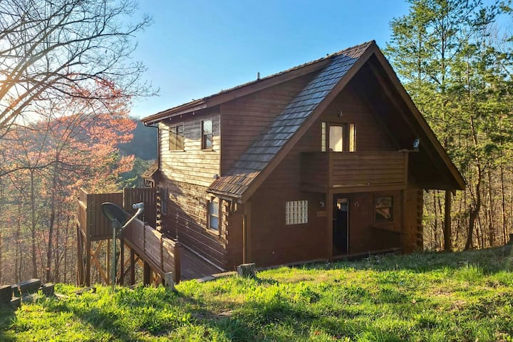 Private & Secluded Cabin: Smokies View & Fire Pit!