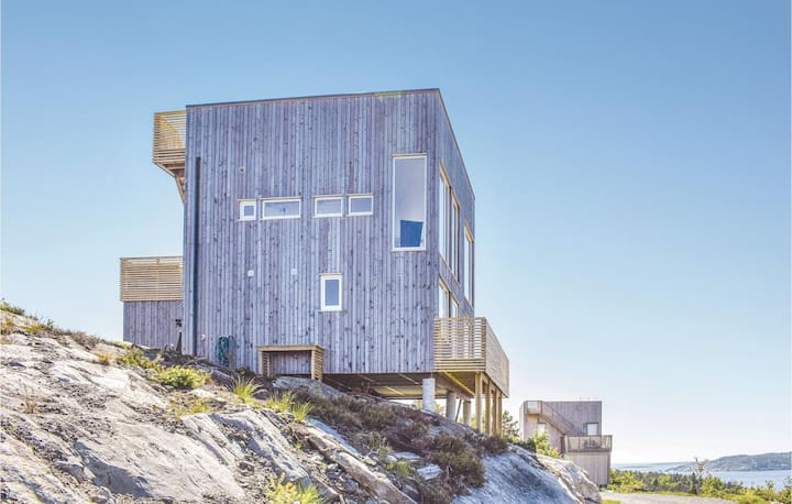 Nice home in Søndeled with 4 Bedrooms
