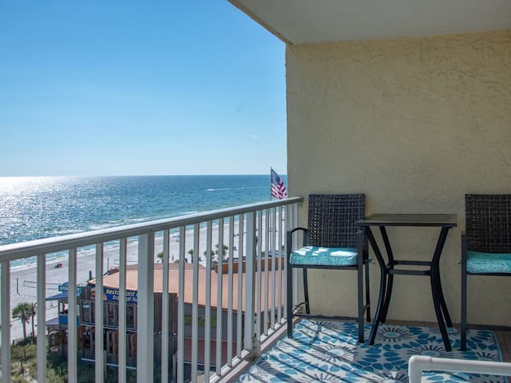 Gorgeous 1 BR Gulf Front* Beach Svc Included!