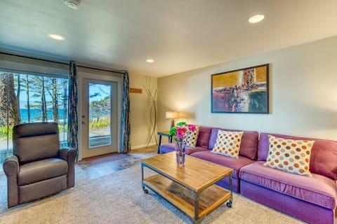 Elegant oceanfront apartment with kitchenette - great romantic getaway!