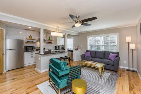 Trendy 1 BR w/KING Bed in Central Location