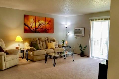 Spacious 3 bedroom apartment in Wahpeton sleeps 10