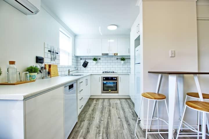 Stylish Modern 2 BR | Great location | WIFI + Netflix