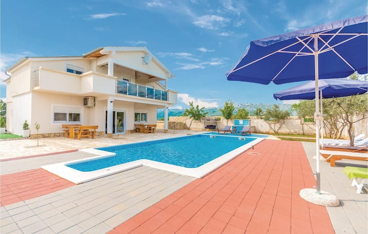 Nice home in Bilisane with WiFi and 6 Bedrooms