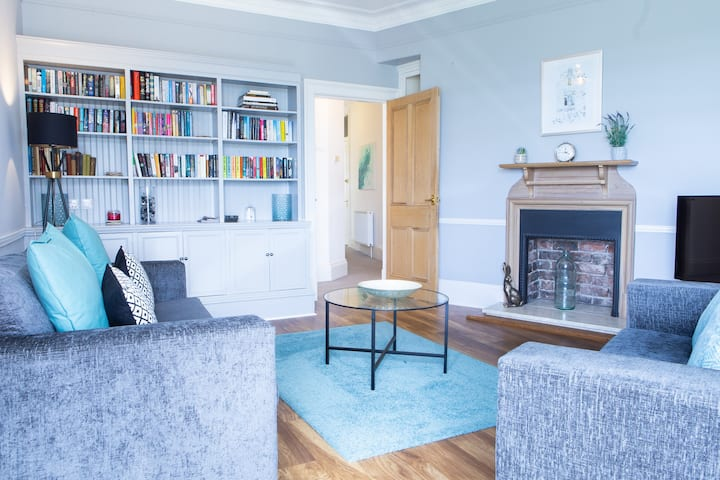 Bridgeview Apartment - Stunning and charismatic apartment overlooking the Dundee Rail Bridge.