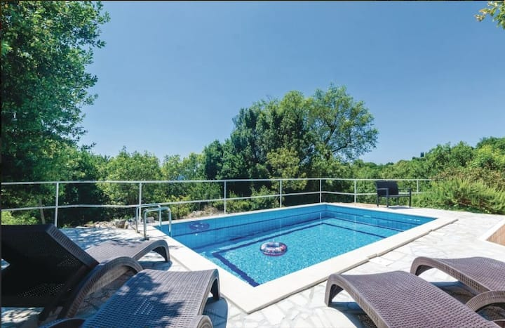 Villa Arkulin - Four Bedroom Villa with Terrace and Swimming Pool