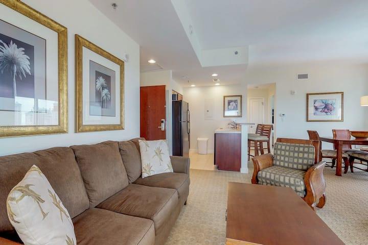 Comfortable Resort Condo w/ Gulf View, Shared Pool/Hot Tub & Beach Access!