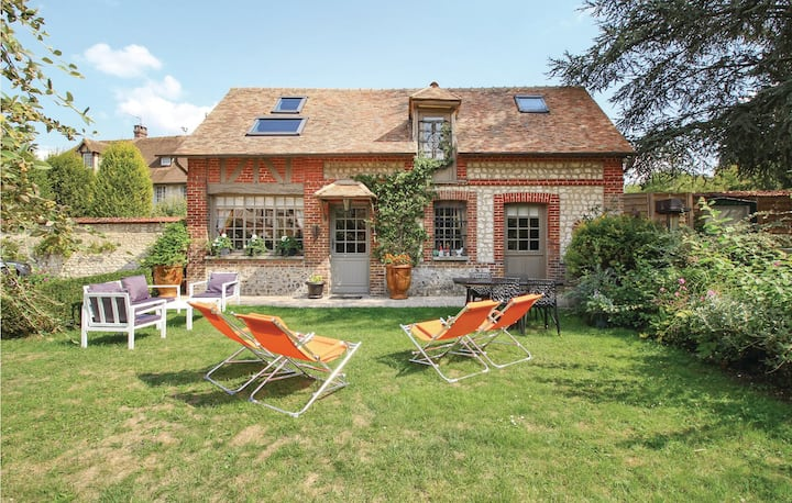 Beautiful home in Les Damps with WiFi and 2 Bedrooms