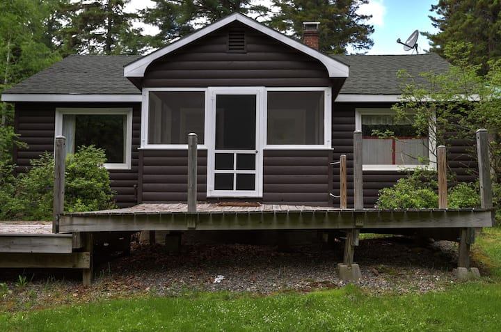RM 107 - Cute pet friendly cabin in the Rangeley Manor cottage community