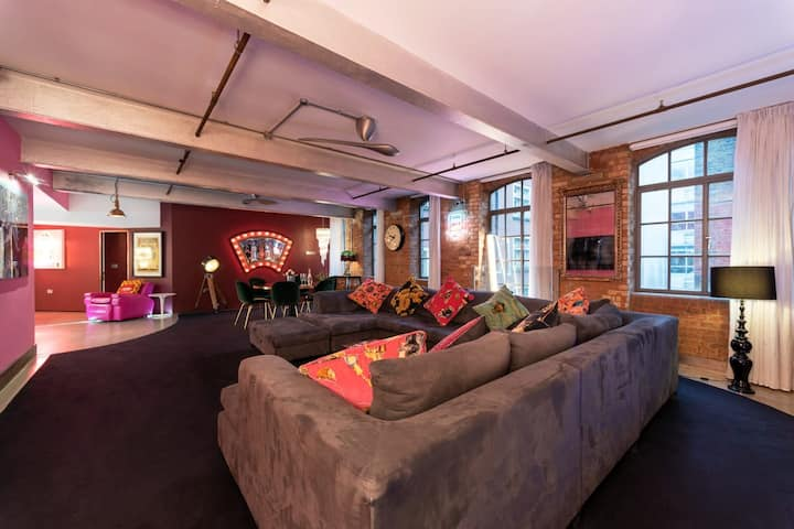Amazing Loft Apartment Central Soho - 3 Bedrooms & Office!