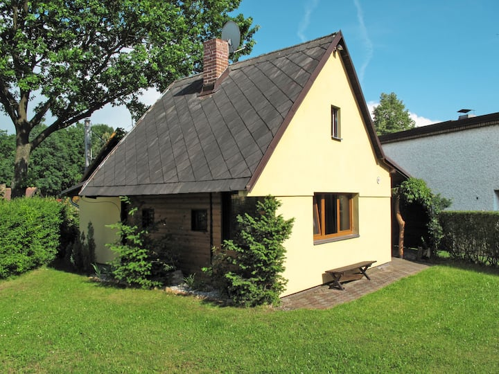 Charming holiday cottage on the lake in Zabrvrfsky