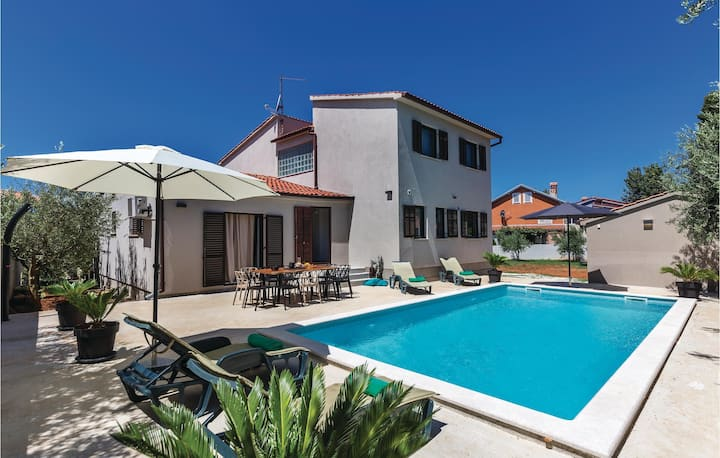 Stunning home in Medulin with WiFi and 1 Bedrooms