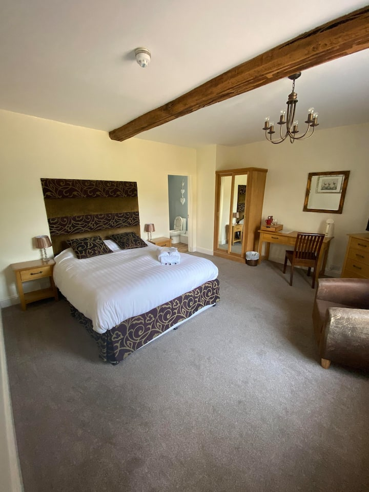 King Double ensuite room in Ashbourne