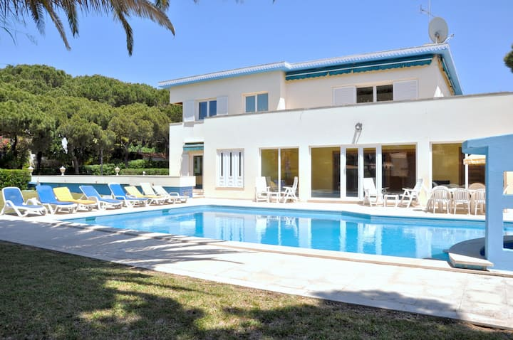 A charming, cosy atmosphere greets you at this impressive villa, located in...
