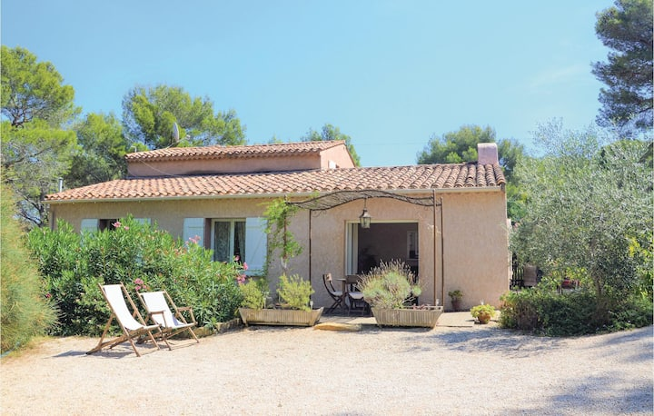 Awesome home in La Ciotat with WiFi and 2 Bedrooms