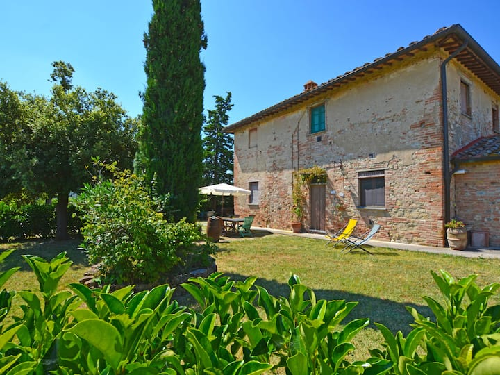 Holiday apartment locate in a beautiful farmhouse surrounded by meadows, fields and vineyards with beautiful shared pool