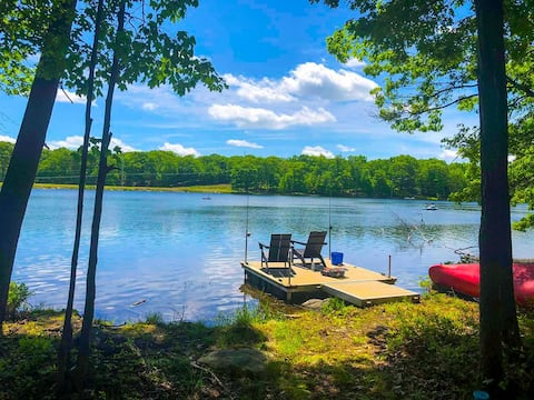 MAGESTIC LUX LAKEFRONT HOME, PRIVATE DOCK, INDOOR POOL, BOATS, INSTANT BOOK