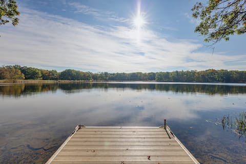 COZY LUX LAKEFRONT HOME, PRIVATE DOCK, INDOOR POOL, BOATS, INSTANT BOOK!