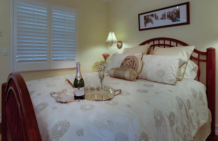 Double room-Ensuite-Standard-Yellow Hibiscus