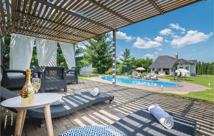 Nice home in Fericanci with WiFi, 3 Bedrooms and Outdoor swimming pool