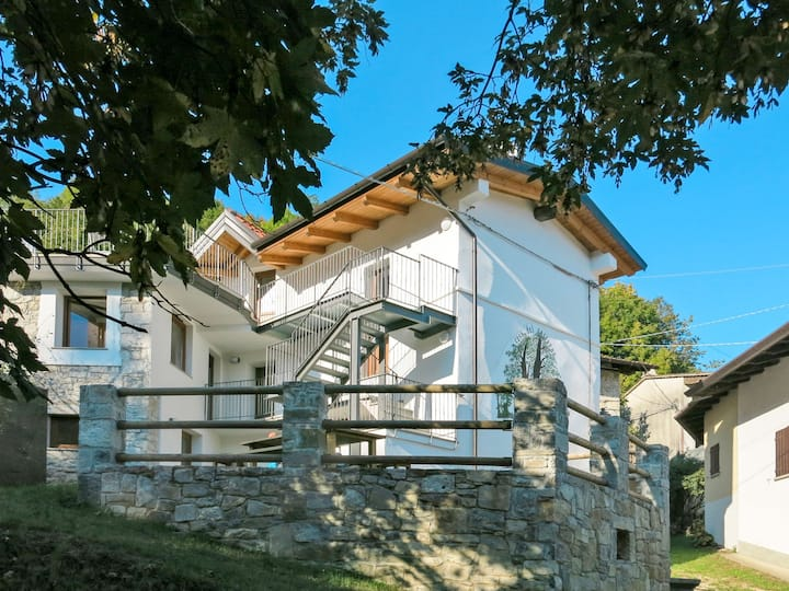 Casa del Castagno (NAT400) for 4 persons.