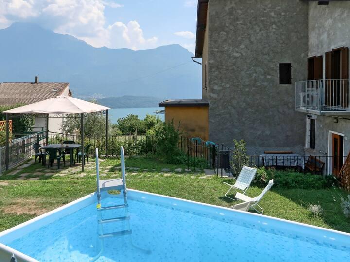 Giardino Vista Lago (DMA368) for 4 persons.