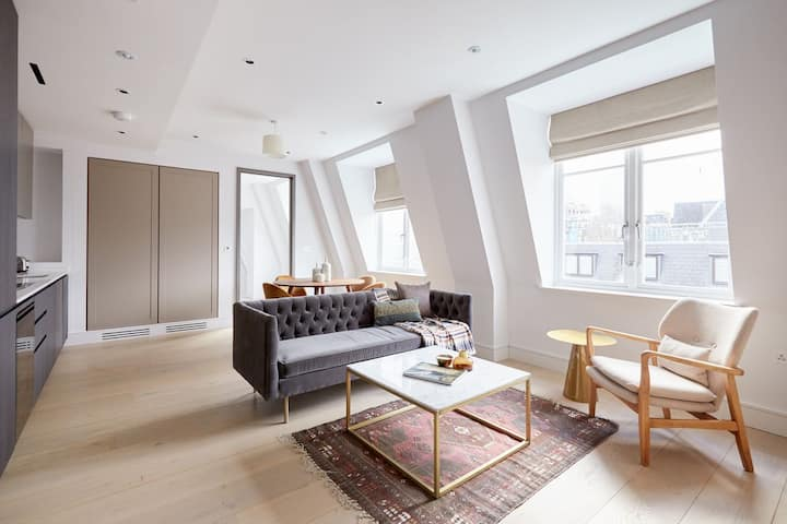 Sonder | The Arts Council | Creative 2BR in Westminster