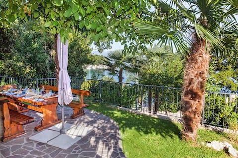 Appartement Villa Lidija - Deluxe Appartement met 2 Slaapkamers en Terras en Uitzicht op Zee