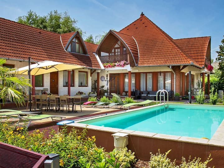 Balaton A453 for 4 persons.
