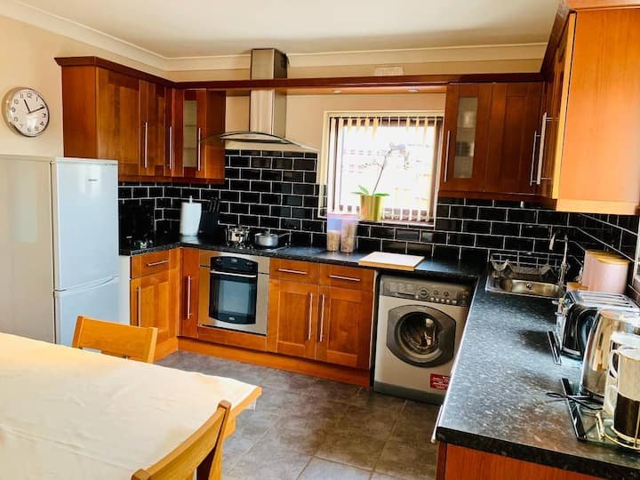 **Single Luxurious Bed-Quiet and Convenient**