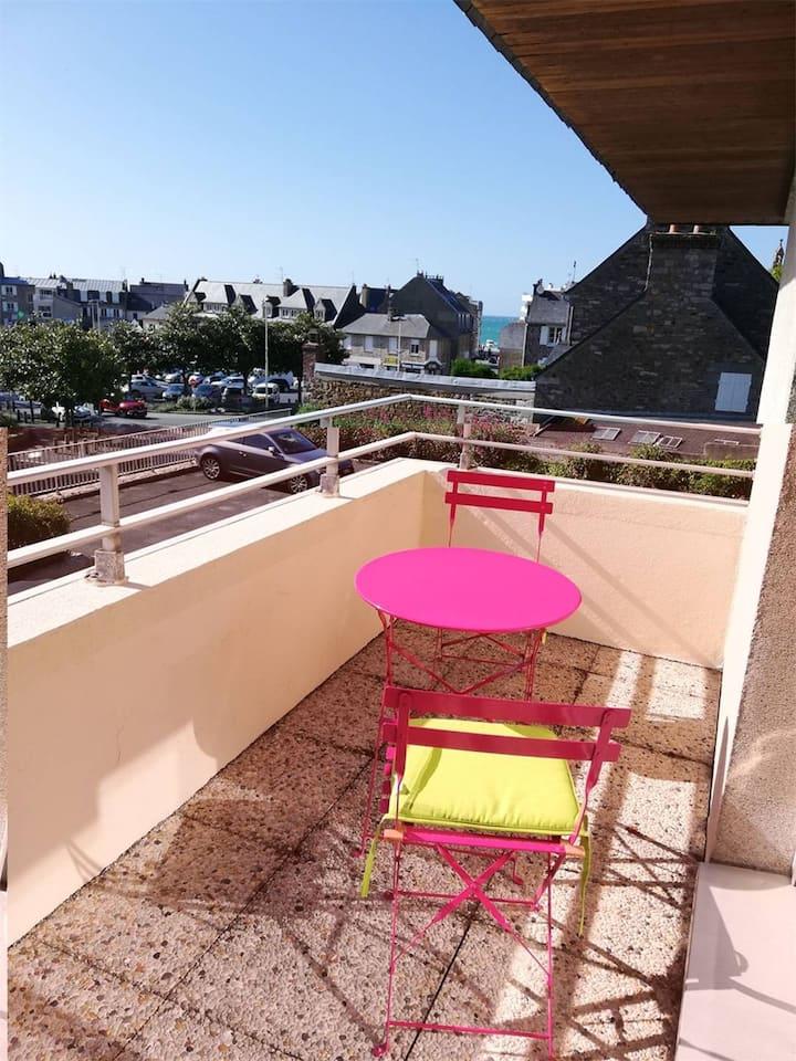 Charmant T2, au 1er étage d'une résidence située au cœur du Val-André
