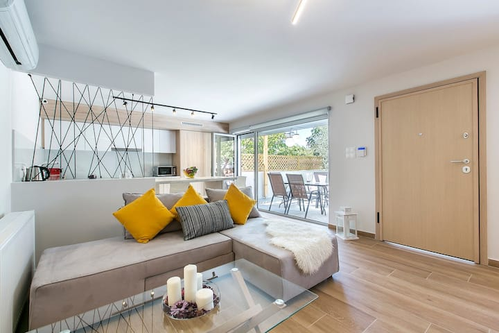 Equipped Glyfada 1BR, 4 min drive from Glyfada center, by Blueground(346)