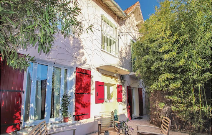 Beautiful apartment in Avignon with Jacuzzi, WiFi and 3 Bedrooms