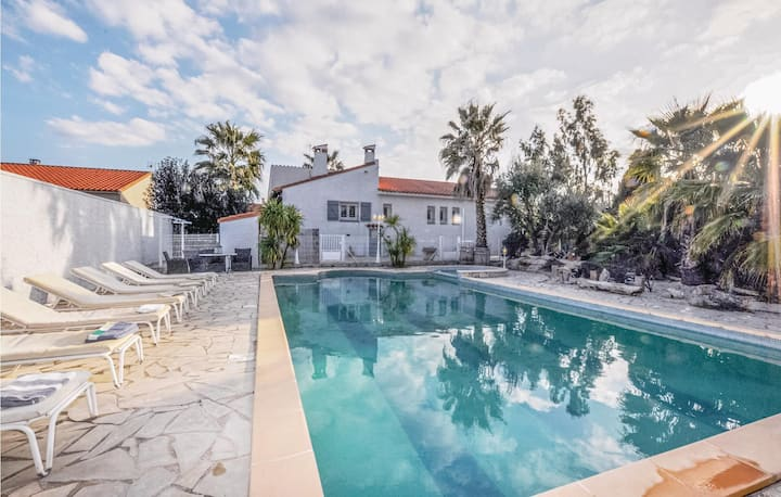 Nice home in Baixas with WiFi, Outdoor swimming pool and 4 Bedrooms