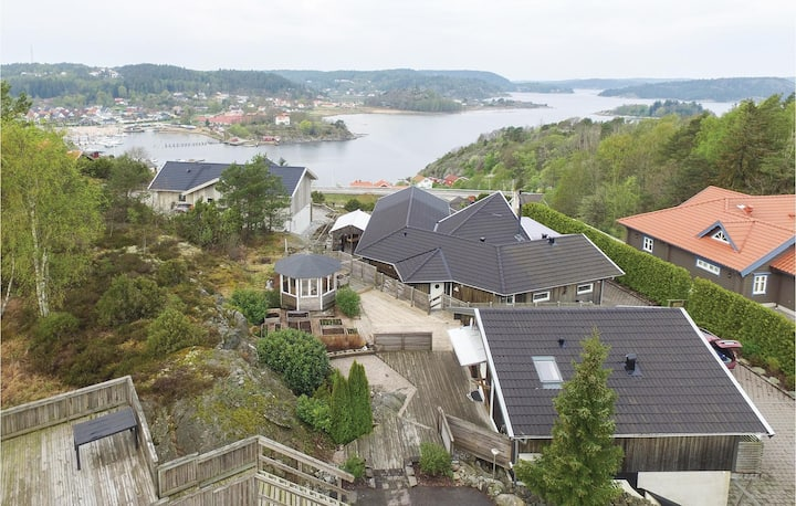 Amazing home in Henån with WiFi and 2 Bedrooms